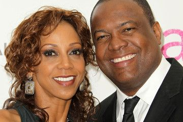 Former NFL QB and Fox Sports Net' host Rodney Peete has been happily married to his pretty wife Holly Robinson Peete for two decades; Holly is not a regular NFL wag, she comes from a line of talented showbiz family. Rodney Peete born in Mesa, Arizona and raised in Tucson graduated from the University …