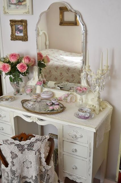 Ana Rosa, homedecoratingx: Vintage dressing table.  I want a dressing table in my Farmhouse.