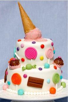 Gâteau cornet de glace géant
