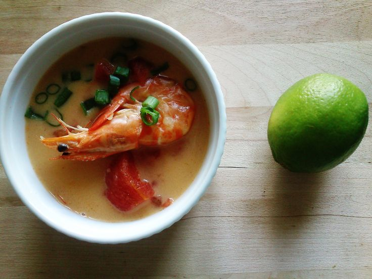 this sweet/hot/sour thai soup with shrimps, coconut milk, lemongrass and some extra chilies, made by TL completely swept me out of my feet