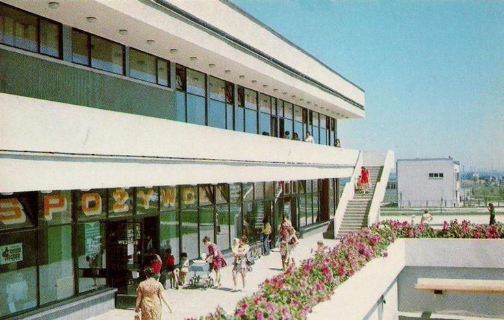 Pawilony handlowe na Osiedlu Złotego Wieku. Kraków, 1982 rok.