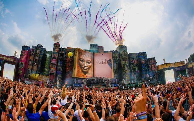 Os shows internacionais que vão rolar no Brasil em 2015!Um dos maiores festivais de música eletrônica do mundo, o Tomorrowland vai ganhar sua primeira edição no Brasil em 2015. O festival nos dias 1, 2 e 3 de maio na Fazenda Maeda, em Itu, interior de São Paulo. Serão mais de 150 artistas e 6 palcos espalhados por uma área de 1,2 milhão de metros quadrados.