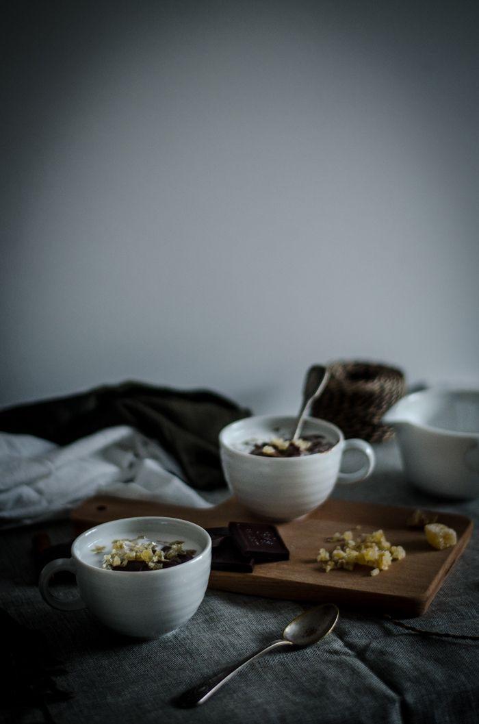 CHOCOLATE {QUENTE OU MOUSSE} [[MORE]]Os dias sentem-se cada vez mais frios e as manhãs despertam debaixo de uma neblina que muito me fazem lembrar os tempos em que levantar cedo (quase de madrugada)...