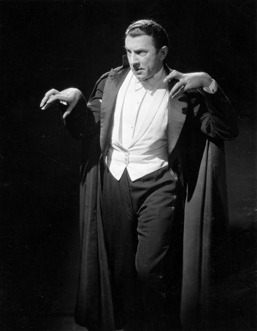 Look at those hands! Bela Lugosi, Dracula (1931)