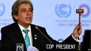 El presidente de la Naciones Unidas quiere formar un acuerdo sobre el medio ambiente natural en el Perú. También habla sobre cómo tratar con los problemas financieros en el Perú. Los problemas financieros tienen un efecto sobre las cuestiones ambientales.
