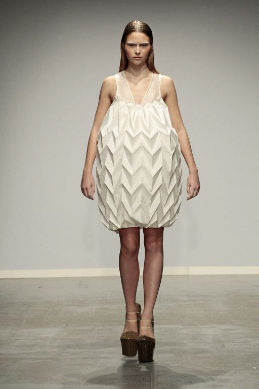 Origami Fashion - silk & cardboard dress with structural ...