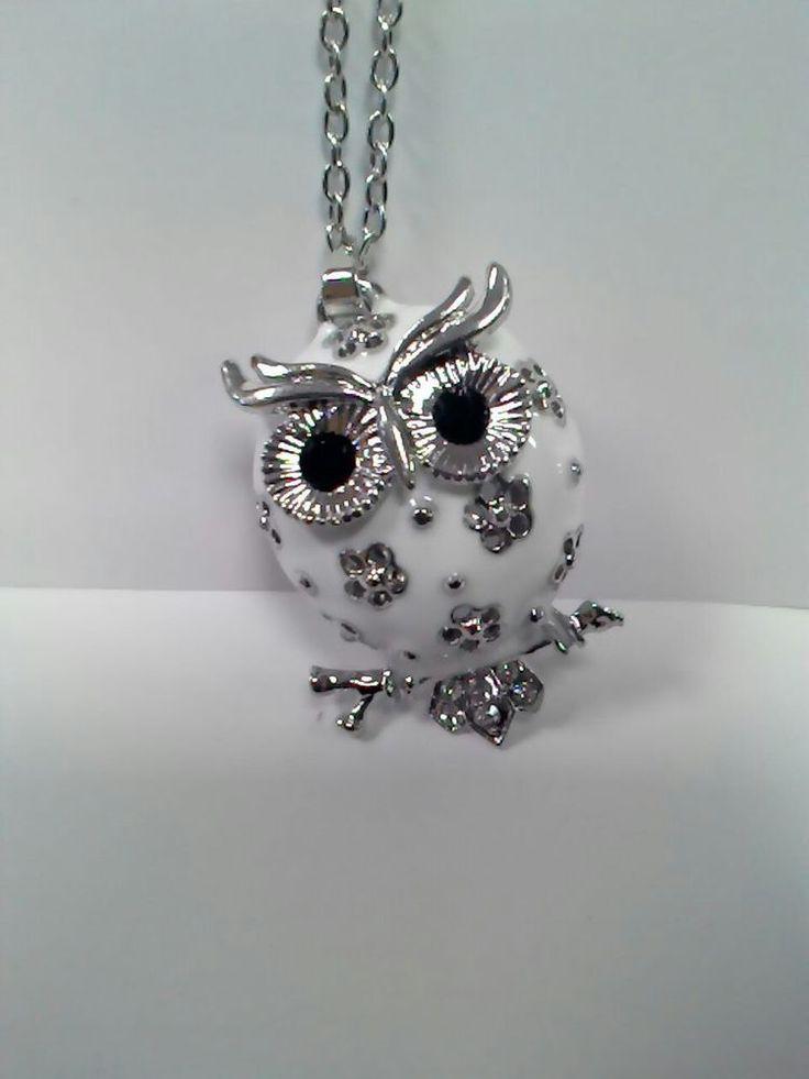 Collana donna necklace con gufo owl bianco e fiori neri bellissima e alla moda
