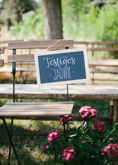 17_ Detallerie Wedding planners_ ceremony flowers and sign
