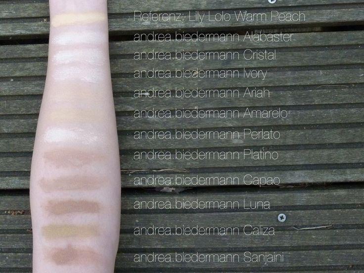 """""""Ich habe mir 8 Farben in Probiergröße ausgesucht: 4 Farben für sehr helle Hauttöne (Alabaster, Cristal, Ivory, Capao) & 4 für helle Hauttöne (Ariah, Amarelo, Perlato, Platino). Ich hatte bereits 3 Farben für leicht gebräunte Hauttöne (Caliza, Luna, Sanjaini). Die Foundation basiert auf Titaniumdioxid, Mica und Siliciumdioxid und ist (wahrscheinlich durch letzteren Inhaltsstoff) deckender als meine bisher ausprobierten Mineralfoundations (diese könnt ihr in diesem Blogpost sehen). Bisher…"""