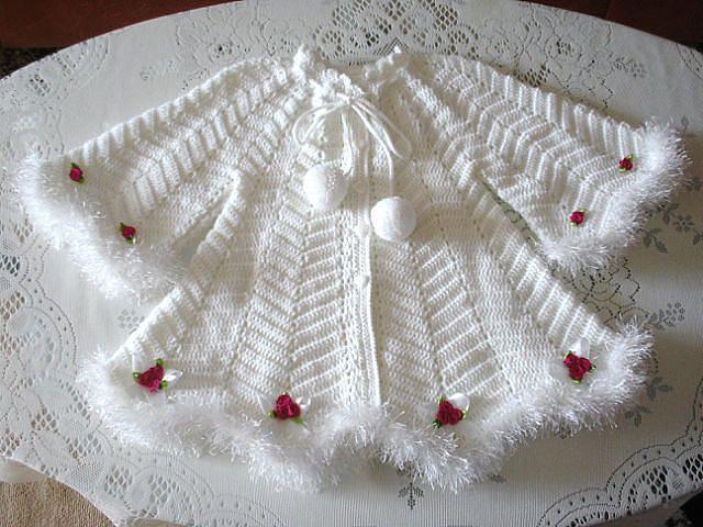 Белоснежное платье для девочки, связанное крючком. Платье для девочки связано крючком ажурным узором