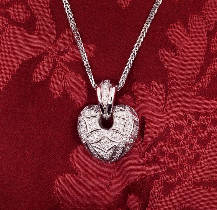 Loving Heart pendant  diamonds 18 kt white gold diamonds G color – purity VVS1 total  kt 0.91 – Size height cm 2.5 DOGALE Jewellery Venice Italy
