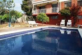 Spacieuse villa pour 9 personnes avec piscine privée à seulement 1450m de la plage et à 50 km de Barcelone.