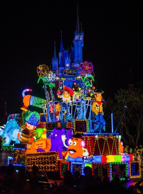 New Tokyo Disneyland trip report, including lots of photos of their beautiful night parade, Dreamlights.
