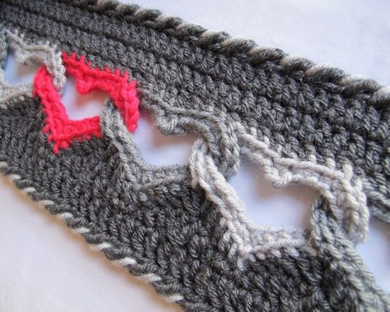 Interlocking hearts crochet–would make a cool border around a baby girl blanket! | REPINNED