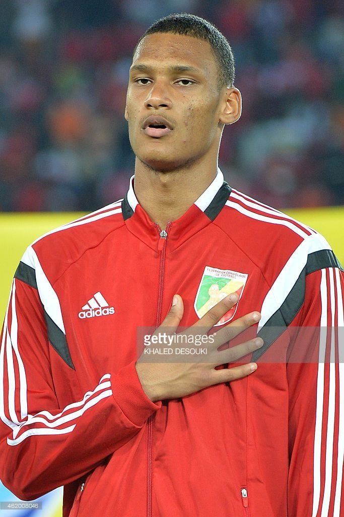 congos-goalkeeper-christopher-mafoumbi-listens-to-his-national-anthem-picture-id462008046 (683×1024)