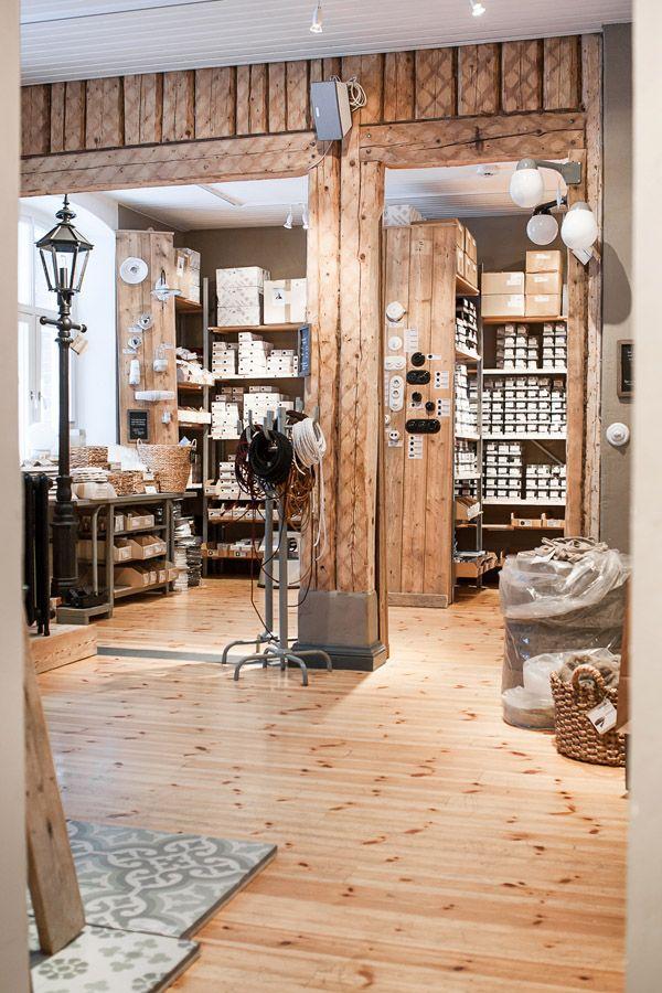 Our electrical fittings, just the right style in porcelain and bakelite / Sähkö-osista löytyy tarvikkeet kotiin, juuri oikeaa tyyliä