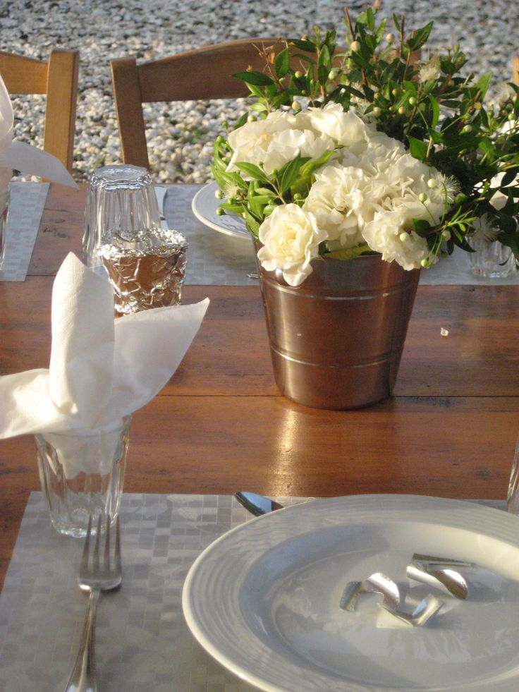 Decoration for silver anniversary with aluminium foil and white colors