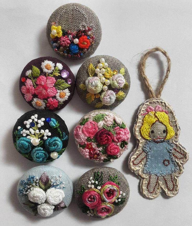 "894 Likes, 50 Comments - 자수하는CHOI(I'm korean) (@thtymom) on Instagram: ""옹기종기귀여운브로치(brooch )#embroidery #brooch #flower #꽂 #자수타그램 #rose"""