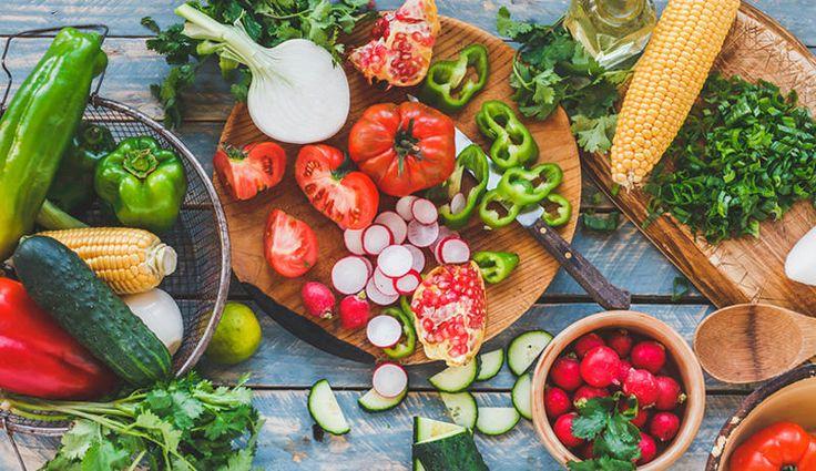 Lebensmittel mit geringer Energiedichte – also unter 1,5 kcal pro Gramm – machen nicht nur satt, sondern auch schlank. Wir haben die Top 100 für Sie zusammengestellt