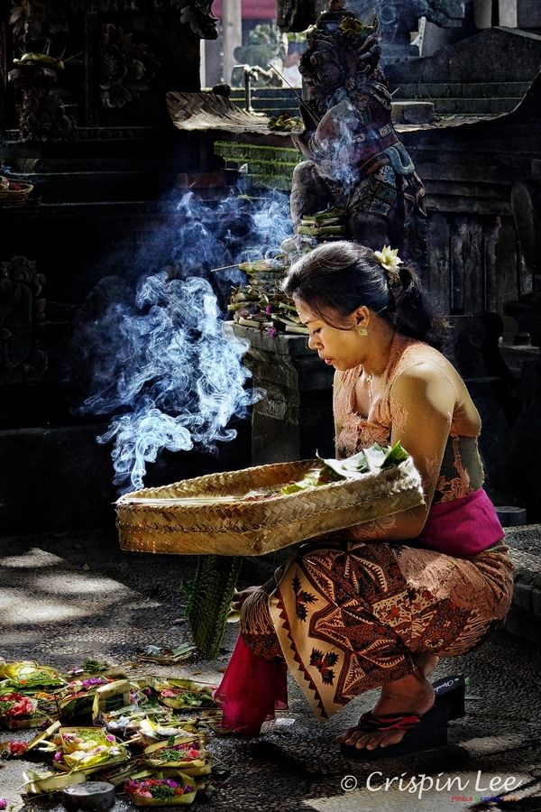 Balinese Prayer at a temple by Crispin Lee on 500px