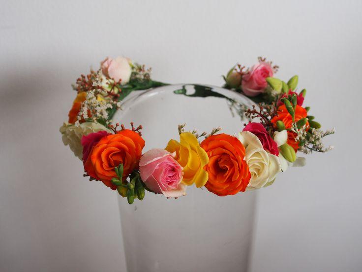 Bright wedding: Flowergirl's halo