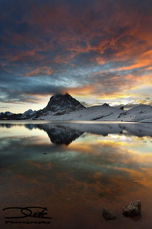 Vistiendo el Midi d´Ossau (France) by DavidCidrePhotography