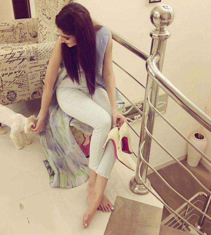 Mawra Hocane in her Home with Pet Cat Rumi! ❤ #Beautiful #Lovely #PrettyGirl #MawraHocane #SummerCasual #SummerOutfits #PakistaniFashion #PakistaniActresses #PakistaniCelebrities  ✨