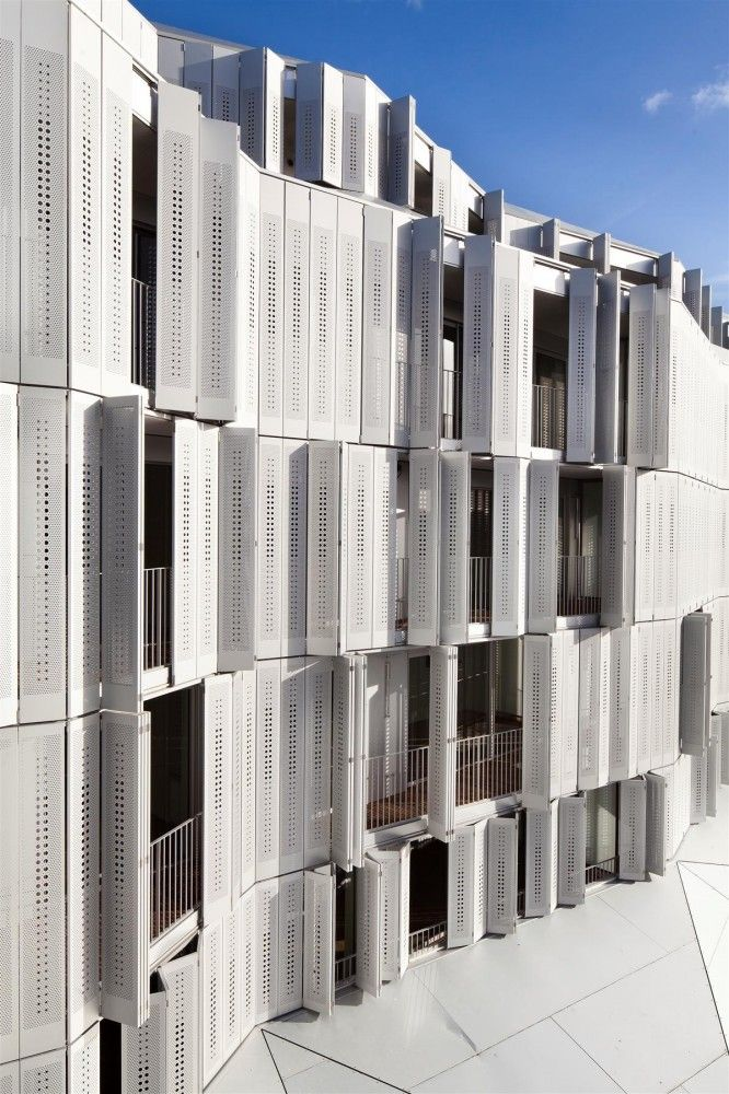 M9-C Building / BP Architectures. A folding envelope, constantly changing and moving. - Proteção solar!