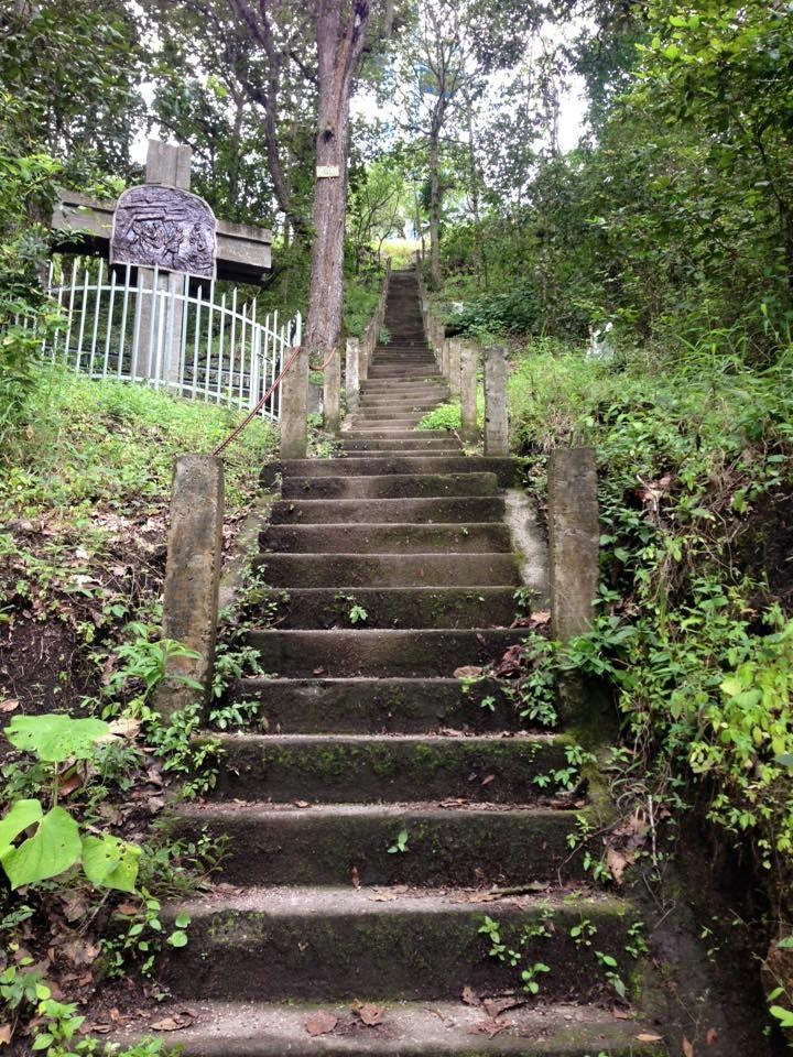 Escalinata hacia la Cruz de Apante y Monumento a la Virgen de Guadalupe- Matagalpa