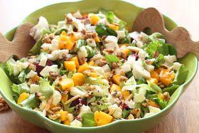 Sałatka z mango, mozzarellą i orzechami włoskimi to jedna z moich  ulubionych sałatek. Jadam ją często i ciągle nie mam dość :). P...