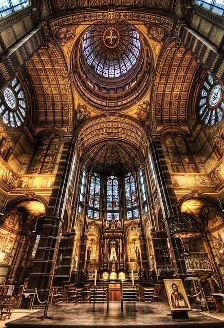 Inside the St.Nicolaaskerk (church) - 18 stunningly beautiful pictures of Amsterdam - Netherlands Tourism