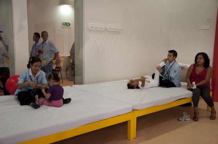 El gobernador Javier Duarte de Ochoa, recorrió las instalaciones del Centro de Rehabilitación Infantil Teletón (CRIT) Poza Rica, acompañado por el alcalde Alfredo Gándara Andrade y el director del CRIT-Poza Rica, Gabriel López Ortega.