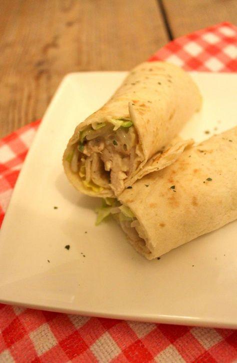 Lekker en Snel: wrap met kip, ijsbergsla, tauge en een zelfgemaakt sausje - Lekker en Simpel