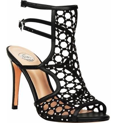 Стильные босоножки из натруальной кожи черного цвета. Изящное плетение, аккуратно подчеркнутое металлическими деталями, тонкие ремешки и высокий каблук. Обольстительные и невероятные.