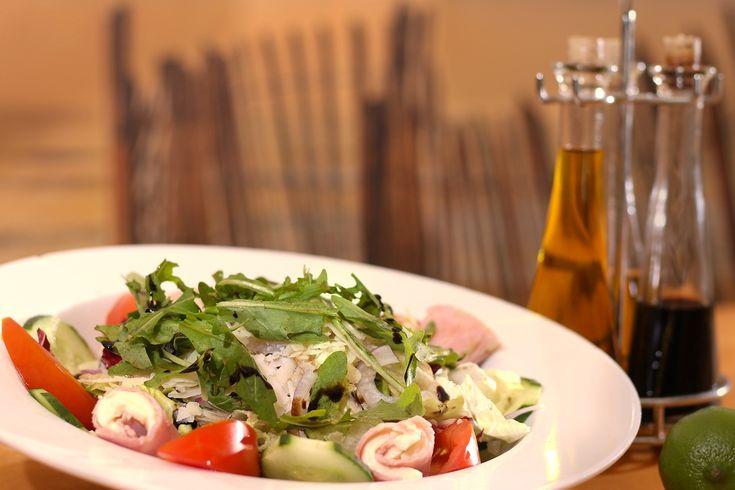 Porque todo en la #gastronomía tiene un comienzo… ¡La #historia de la #ensalada! 🥗