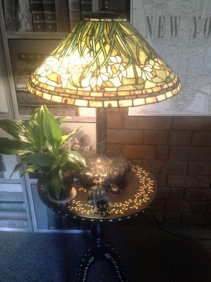 Daffodil Tiffany lamp, little bronze frog...