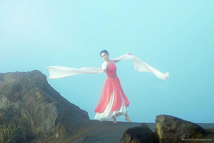 Ballerina Tomy Damara
