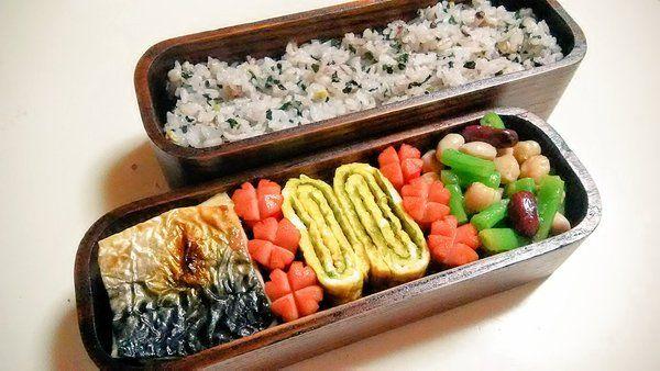 posted by @hiroko_13d 今日のお弁当雑穀米わかめご飯、鯖の塩焼き、お花ウインナー、磯辺玉子焼き、お豆サラダ#お弁当 #obento #obentoart