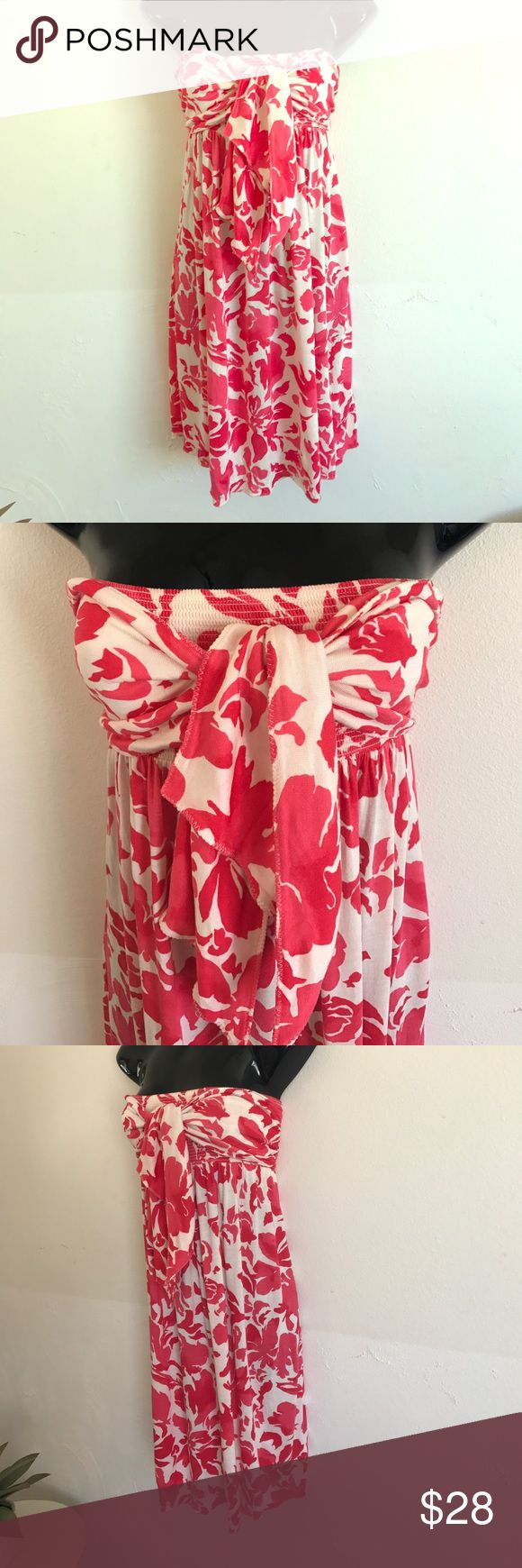 Strapless Juicy Couture printed dress size Petite Fantastic Juicy Couture reddish pink and cream strapless dress. Length is 30 inches from top of dress to bottom. Bandeau style so it holds well and then you can tie the front how you please. In great condition 👍🏼. Size Petite. Or small. Enjoy Juicy Couture Dresses Strapless