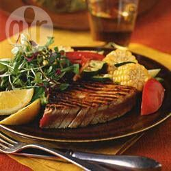 Filetes de atún a la parrilla con elote y jitomate @ allrecipes.com.mx