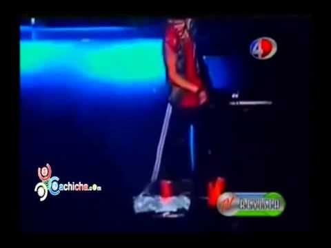 Justin Bieber barre y pisotea la bandera de Argentina durante concierto #Video - Cachicha.com
