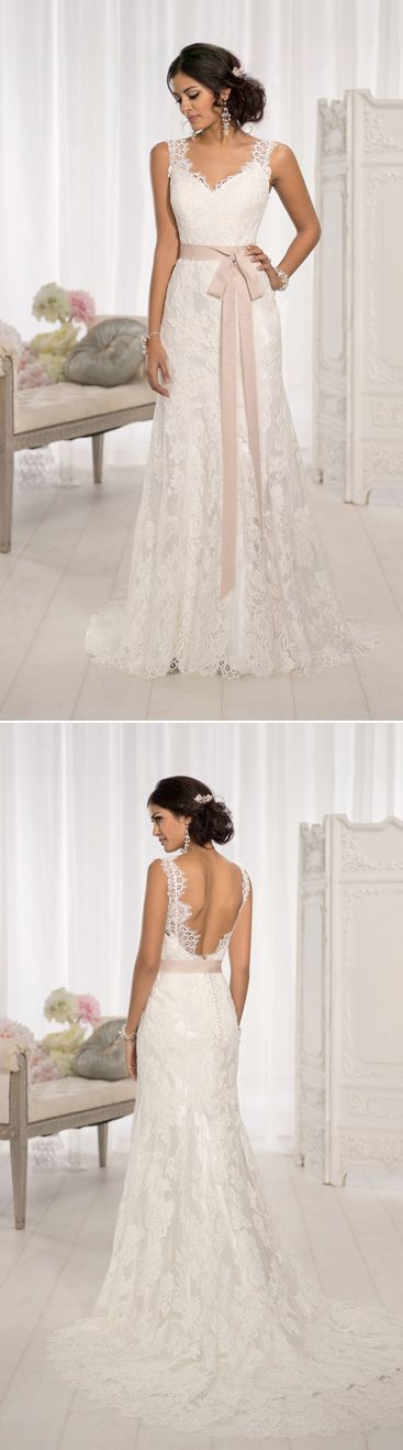 Love the lace details on the back of this dress