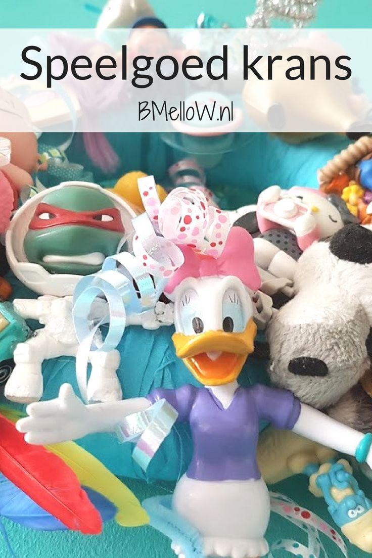 Speelgoed krans leuk op een kinderkamer als decoratie of als een verjaardag decoratie. BMelloW.nl