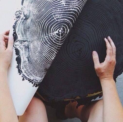 Light & Ink -nettiputiikista löytyy kauniita painokuvia kantojen pinnoista. Tuumailin vain, että kyllähän näitä saisi itsekin väsättyä....