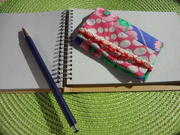 名刺入れ(カードケース)[ハチス]=生地=夏の花[木槿/ハチス]ブルーとピンクのコントラストがきれいな生地ピンクの不規則なドット裏地はストライプの落ち着いた生...|ハンドメイド、手作り、手仕事品の通販・販売・購入ならCreema。