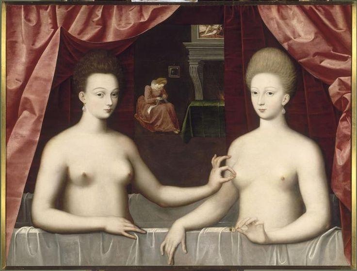 """gabrielle_et_sa_soeur. Nous avons de Gabrielle d'Estrées 3 portraits anonymes sur lesquelles elle figure """"au bain"""". Sur le 1° elle est avec sa soeur cadette, Julienne d'Estrées. Gabrelle tient une bague, symbolisant le couple qu'elle forme depuis peu avec Henri IV. Julienne pose son doit sur la point du sein de sa sœur, cela souligne le fait que Gabrielle est enceinte de son royal amant, que l'enfant grandit en son sein et que cette partie de son corps fournira bientôt du lait"""