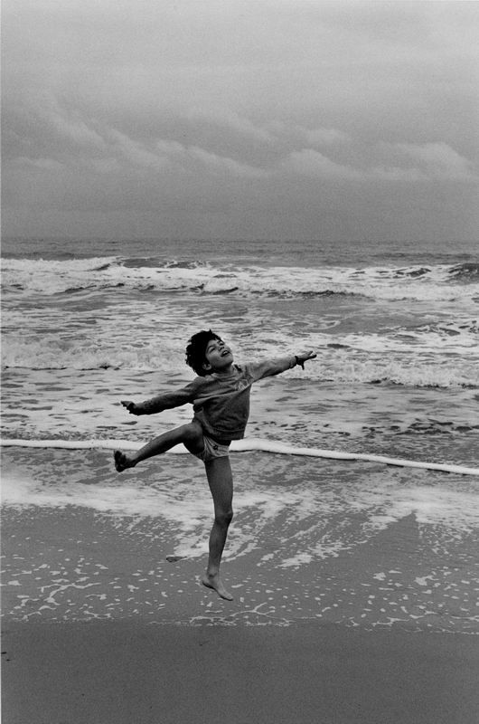Marian Schmidt (b. 1945) is a Polish photographer and founder of the humanist photography renewal in Poland. He is considered by many – next to Henri Cartier-Bresson – as a master of image composition.