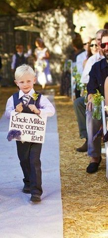 Here comes the bride sign: Signs, Rings Bearer, Weddings Ceremony, Cute Idea, Pages Boys, The Bride, Rings Boys, Flower Girls, Weddings Idea