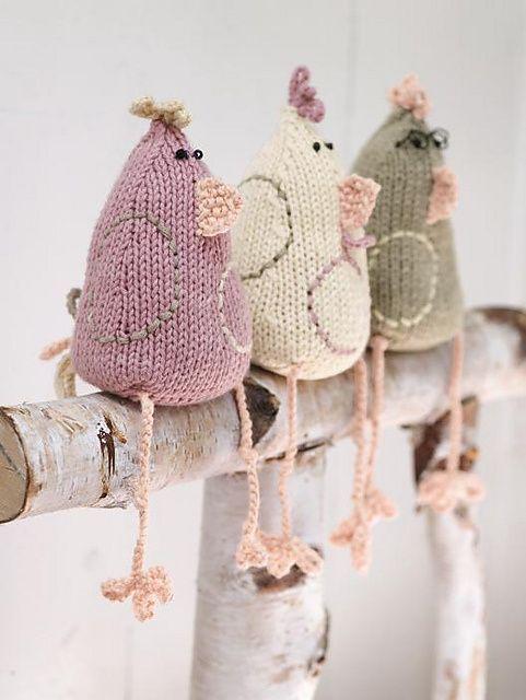Preciosas Gallinas de ganchillo en arbol