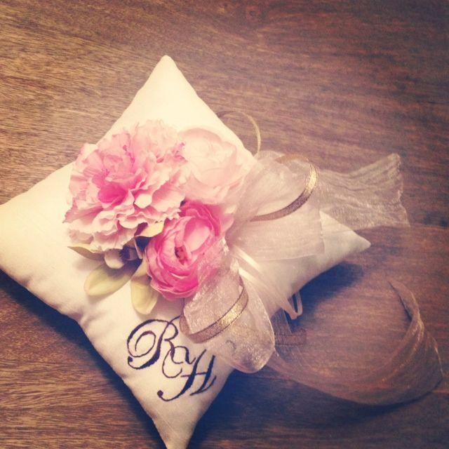 initial ring pillow by AYANO TACHIHARA Wedding Design